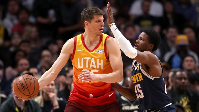 photos/Kyle Korver guarded by Malik Beasley.jpg_21695338_ver1.0_1280_720.jpg
